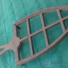Antigüedades: PIE DE PLANCHA( PIE, SOPORTE O PLANCHERO ). Lote 29981725