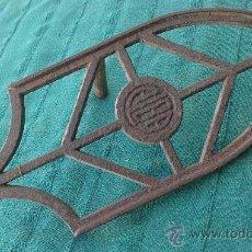 Antigüedades: PIE DE PLANCHA( PIE, SOPORTE O PLANCHERO ). Lote 29981751