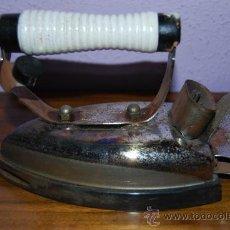 Antigüedades: PLANCHA ELÉCTRICA SUPER SOTA RUBIO - AÑOS 50 - ASA DE MADERA. Lote 88370704