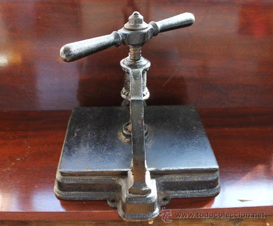 Antigüedades: ANTIGUA PRENSA DE HIERRO PARA PAPEL GRAN PIEZA PARA DECORACIÓN - IMPRENTA - Foto 4 - 30205238