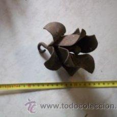 Antigüedades: REMATE FLORAL EN HIERRO FORJADO. SIGLO XVIII. Lote 30342935