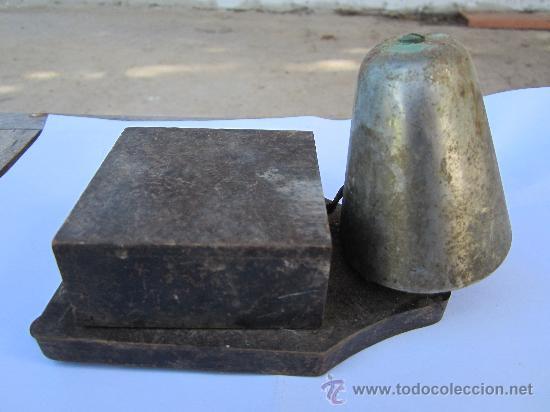 ANTIGUO TIMBRE DE PUERTA , CAMPANA , POSIBLEMENTE 125 VOLTIOS (Antigüedades - Técnicas - Herramientas Profesionales - Electricidad)