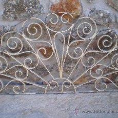 Antigüedades: REJA SEMICIRCULAR DE HIERRO FORJADO Y REMACHADO -FORJA - . Lote 30602995