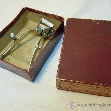 Antigüedades: MAQUINA CORTAR EL PELO KILIMON CON SU CAJA. Lote 30653191