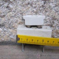 Antigüedades: ELECTRICIDAD MATERIAL ELECTRICO - ANTIGUO FUSIBLE EN PORDELANA PARA CUADRO 6.5CM. Lote 30702079