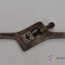 Antigüedades: ANTIGUA TERRAJA OBLICUA.. Lote 30812969