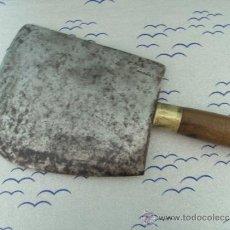 Antigüedades: ANTIGUA CUCHILLA DE CARNICERO CON MARCA. Lote 206476367
