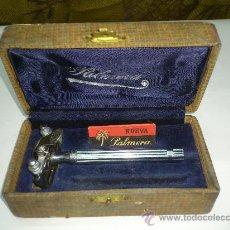 Antigüedades: ANTIGUA MAQUINILLA DE AFEITAR MARCA PALMERA. Lote 30880898