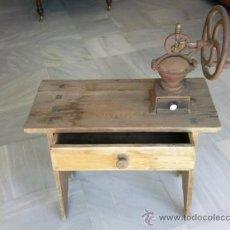 Antigüedades: ANTIGUO MOLINILLO DE CAFE MARCA ELMA CON MESA. Lote 30897807