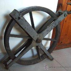 Antigüedades: ENORME POLEA DE HIERRO.. Lote 30899514