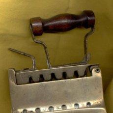 Antigüedades: PLANCHA DE BRONCE. Lote 31105063