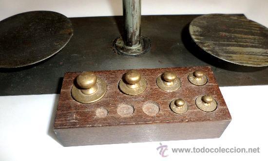 Antigüedades: BALANZA DE PRECISION, FUNCIONANDO CORRECTAMENTE CON PESAS - Foto 3 - 31269456
