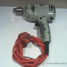 Antigüedades: ANTIGUA TALADRADORA FUNCIONA BLACK DECKER. Lote 109497768