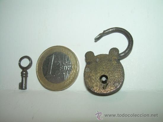 Antigüedades: ANTIGUO Y MINUSCULO CANDADO DE BRONCE CON LLAVE ORIGINAL. - Foto 8 - 31559423