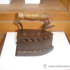 Antigüedades: PLANCHA DE CARBON ANTIGUA. Lote 31752009