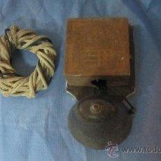 Antigüedades: ANTIGUO TIMBRE DE PUERTA DE CAMPANA CON CABLE TRENZADO. Lote 33270001