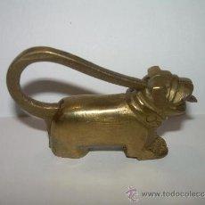 Antigüedades: ANTIGUO Y BONITO CANDADO DE BRONCE.. Lote 32000184