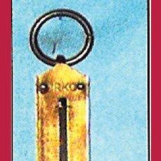 Antigüedades: ANTIGUA BASCULA DE MANO MARCA -URKO- CON ANILLA, MUELLE Y GANCHO.VISOR EN KILOS Y LIBRAS HASTA 12 KG. Lote 32043043