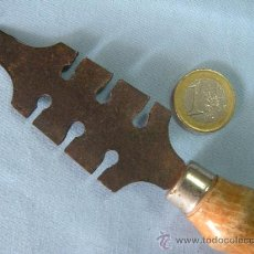 Antigüedades: ANTIGUO TRISCADOR DE SERRUCHO. Lote 110264903