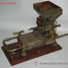 Antigüedades: MAQUINA DE LIAR CIGARRILLOS. Lote 32198970
