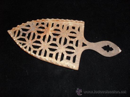Antigüedades: Soporte reposa plancha. De hierro. Reposa-plancha. Planchero - Foto 2 - 32213232