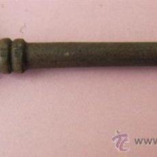 Antigüedades: LLAVE DE BRONCE. Lote 32334379