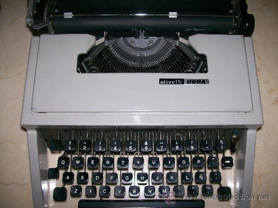 ANTIGUA MAQUINA ESCRIBIR AÑOS 60 / OLIVETTI DORA (Antigüedades - Técnicas - Máquinas de Escribir Antiguas - Olivetti)