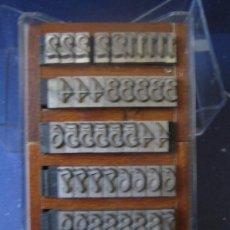 Antigüedades: IMPRENTA LETRAS DE PLOMO - JUEGO DE 50 NÚMEROS DEL CUERPO 28 GÓTICA CERVANTES DE RICHARD GANS. Lote 106087036