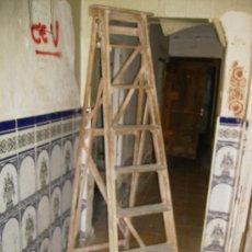 Antigüedades: PRECIOSA ESCALERA ANTIGUA DE MADERA DE HAYA MIDE 1.85 MUY BUENA. Lote 32631054