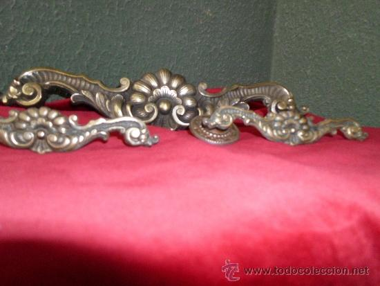 Antigüedades: Juego de 3 tiradores de bronce - Foto 3 - 32658030