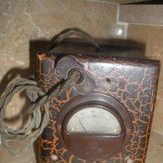 Antigüedades: ANTIGUO VOLTIMETRO O TRANSFORMADOR CORRIENTE PARA RADIO CON CABLE. Lote 32678449