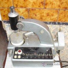 Antigüedades: MICROSCOPIO ELECTRICO AÑOS 40. Lote 32816299