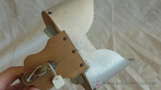 Antigüedades: Antiguo visor estereoscopico de madera y hojalata - Foto 2 - 33279942