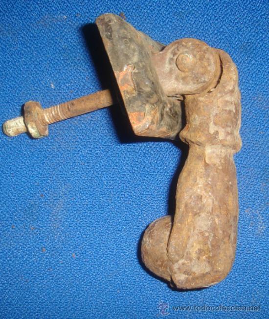ANTIGUO LLAMADOR DE PUERTA. PICAPORTE. MEDIDAS MANO: 11CM. (Antigüedades - Técnicas - Cerrajería y Forja - Llamadores Antiguos)