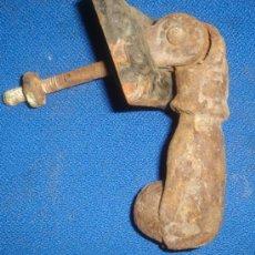 Antigüedades: ANTIGUO LLAMADOR DE PUERTA. PICAPORTE. MEDIDAS MANO: 11CM.. Lote 33207314