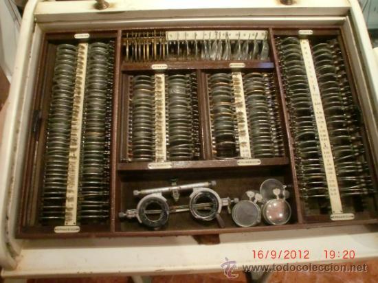 OPTICA- OFTALMOLOGO CAJA DE PRUEBAS AÑOS 40. RESTAURADA.FOTOS ADICIONALES (Antigüedades - Técnicas - Otros Instrumentos Ópticos Antiguos)