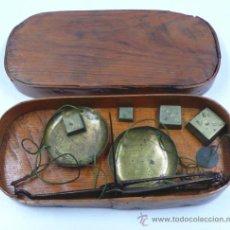 Antigüedades: BALANZAS PONDERALES CON PESAS S.XIX, EN CAJA ORIGINAL.. Lote 33480142