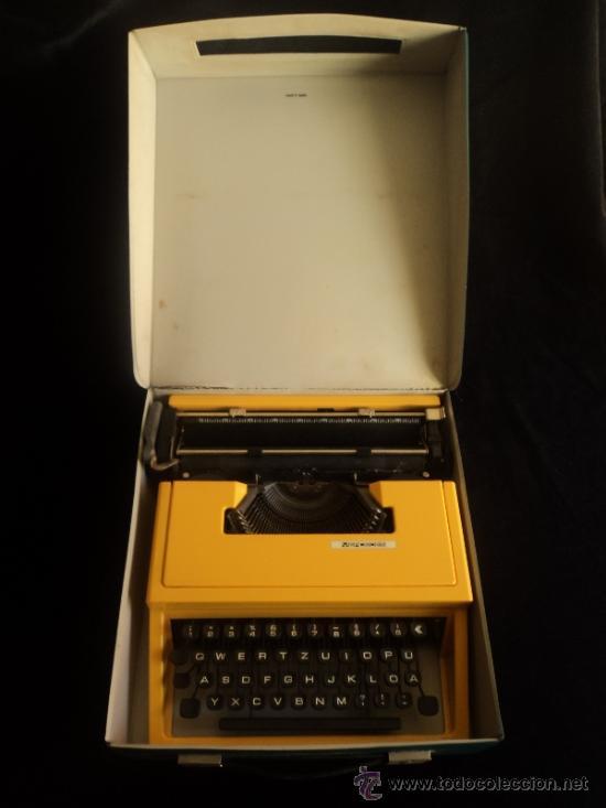 MAQUINA PORTATIL MERCEDES.AMARILLA 33X32X9 (Antigüedades - Técnicas - Máquinas de Escribir Antiguas - Mercedes)