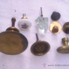 Antigüedades: 8 TIRADORES DE PUERTAS Y CAJONES - 1 CRISTAL,1 PORCELANA,1 HIERRO 5 BRONCE O METAL. Lote 33636216