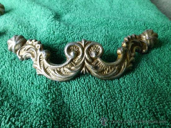 Antigüedades: Conjunto de 5 tiradores de metal con bonita cenefa barroca - Foto 2 - 33636627
