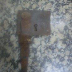 Antigüedades: ANTIGUA CERRADURA BAUL. Lote 33781594