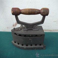Antigüedades: PLANCHA DE CARBON. Lote 33895353