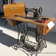 Antigüedades: MAQUINA DE COSER SINGER COMPLETA DE CONSERVACIÓN, INCLUYE ACCESORIOS PARA BORDAR.. Lote 34075088