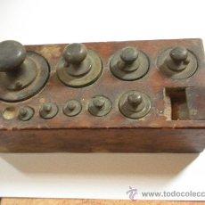 Antigüedades: TACO DE PESAS ANTIGUO, LO QUE SE VE, PESA MAYOR 500 GRAMOS. Lote 34078474