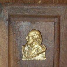 Antigüedades: ALDABA LLAMADOR BRONCE. INGLATERRA. C 1920. PANOPLIA NOGAL. Lote 34083924