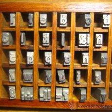Antigüedades: CAJITA LETRAS DE IMPRENTA DE 40 APARTADOS - 36 FOLIO NEGRA CAJA BAJA. Lote 34147290