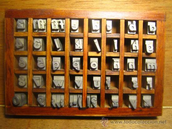 CAJITA LETRAS DE IMPRENTA DE 40 APARTADOS - 36 FUTURA CURSIVA CAJA BAJA (Antigüedades - Técnicas - Herramientas Profesionales - Imprenta)