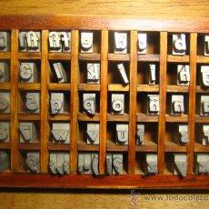 Antigüedades: CAJITA LETRAS DE IMPRENTA DE 40 APARTADOS - 36 FUTURA CURSIVA CAJA BAJA. Lote 34149413