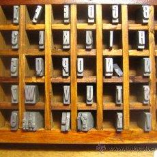 Antigüedades: CAJITA LETRAS DE IMPRENTA DE 40 APARTADOS - 36 FOLIO ESTRECHA NEGRA - VERSALES. Lote 34154773