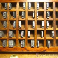 Antigüedades: CAJITA LETRAS DE IMPRENTA DE 40 APARTADOS - 36 FOLIO ESTRECHA NEGRA CAJA BAJA. Lote 34154872